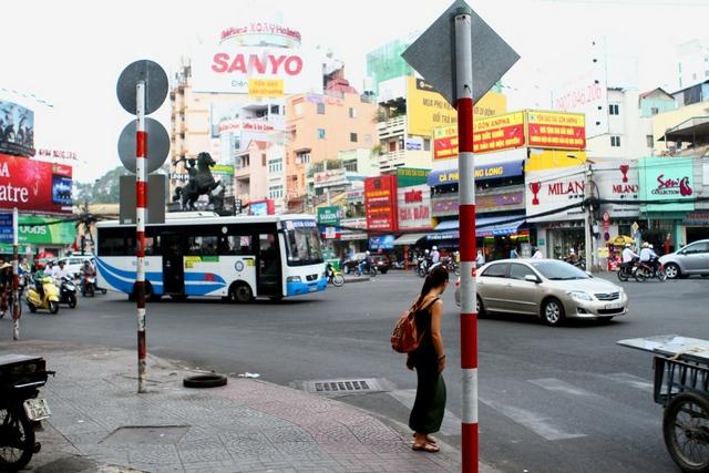 Crossing the street in Sai Gon