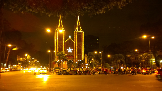 What to do at night in HCM City-10