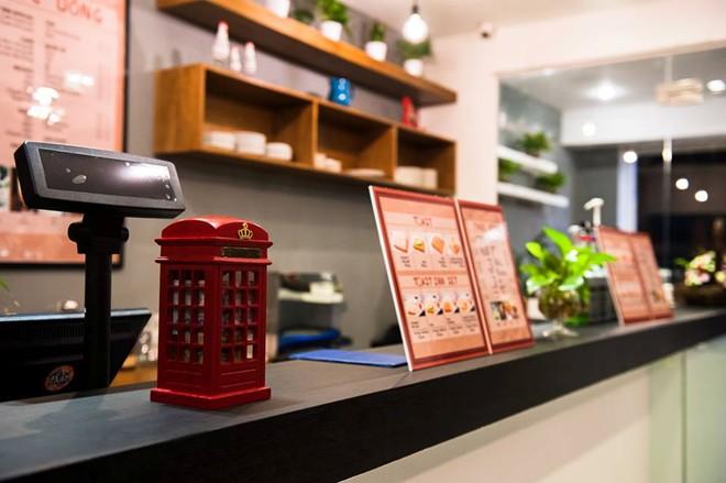 Toast Inn Coffee & Mehr über Nguyen Dinh Chieu Straße im Bezirk 1